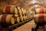 ワインの発酵、熟成中に使うオーク樽とステンレスタンク